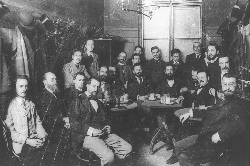 Teodoro Herzl junto a miembros de la organización sionista en un café en Viena, 1896.