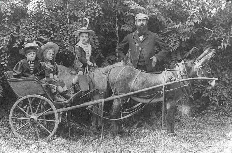Herzl con sus hijos Hans, Paulina y Trude.